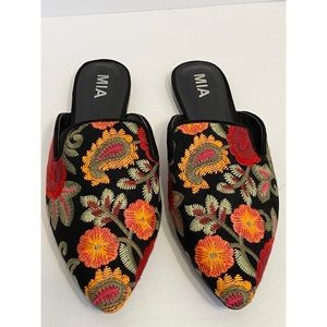 MIA Cameo Embroidered Floral Slides Black Flats 10
